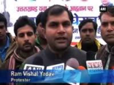 News video: Congress workers protests against Ramdev over black money